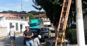 Manutenção de iluminação pública em São Lourenço da Serra