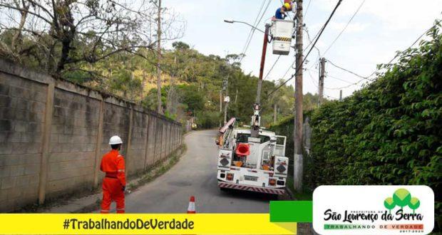 Manutenção de Iluminação Pública na Estrada dos Pratas.