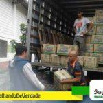 Funcionários recebem cesta básica em São Lourenço da Serra