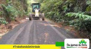 Manutenção de vias na Estrada dos Borges, no bairro da Barrinha